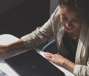 Thumbnail Business woman using Microsoft Surface